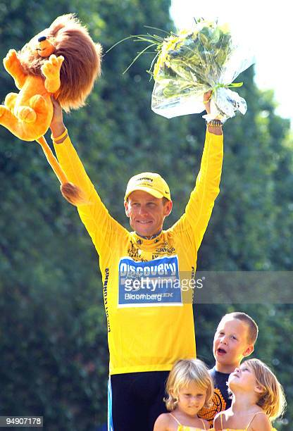 Lance Armstrong waves to crowds surrounded by his children after winning the Tour de France in Paris France Sunday July 24 2005 Lance Armstrong won...