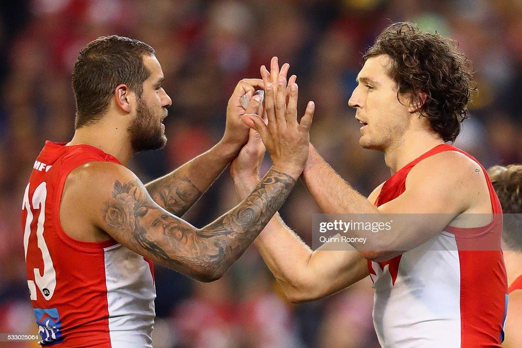 AFL Rd 9 - Hawthorn v Sydney : News Photo