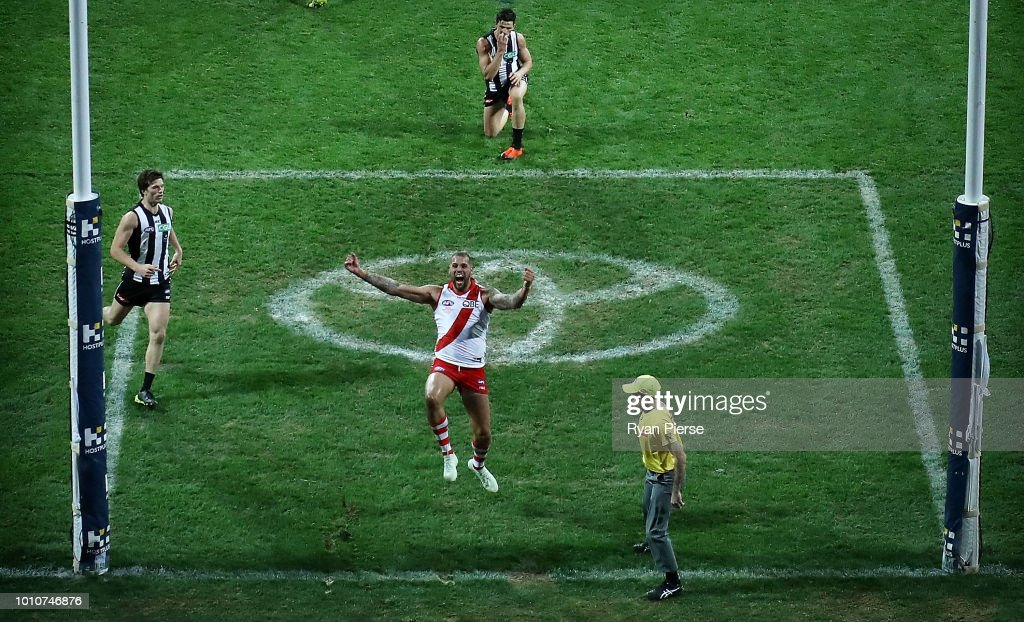 Lance Franklin of the Swans celebrates after Tom McCartin of the Swans kicked the winning goal during the round 20 AFL match between the Sydney Swans and the Collingwood Magpies at Sydney Cricket Ground on August 4, 2018 in Sydney, Australia.