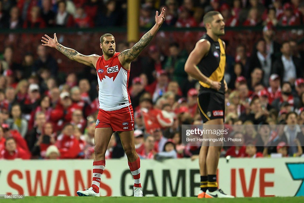Lance Franklin of the Swans celebrates kicking a goal during the round 23 AFL match between the Sydney Swans and the Richmond Tigers at Sydney Cricket Ground on August 27, 2016 in Sydney, Australia.