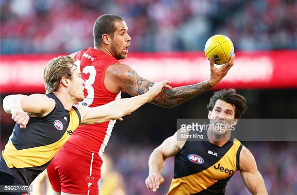 Lance Franklin of the Swans handles the ball during the round 23 AFL match between the Sydney Swans and the Richmond Tigers at Sydney Cricket Ground...