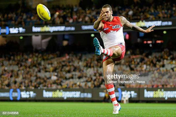 Lance Franklin of the Swans kicks a goalduring the round eight AFL match between the Richmond Tigers and the Sydney Swans at Melbourne Cricket Ground...