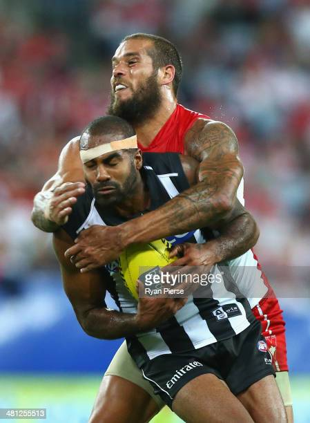 Lance Franklin of the Swans tackles Heritier Lumumba of the Magpies during the round two AFL match between the Sydney Swans and the Collingwood...