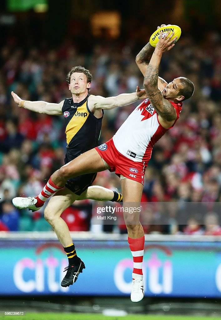 Lance Franklin of the Swans takes a mark next to Dylan Grimes of the Tigers during the round 23 AFL match between the Sydney Swans and the Richmond Tigers at Sydney Cricket Ground on August 27, 2016 in Sydney, Australia.