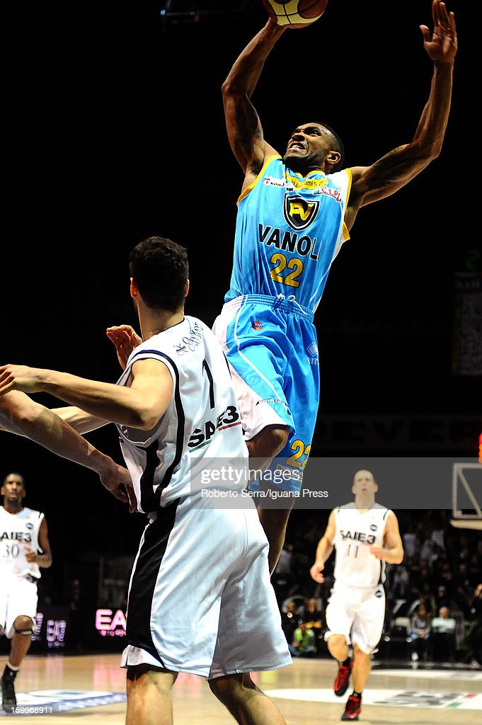 Lance Harris of Vanoli in action during the LegaBasket Serie A match between Virtus SAIE3 Bologna and Vanoli Cremona at Futurshow Station on January 20, 2013 in Bologna, Italy.