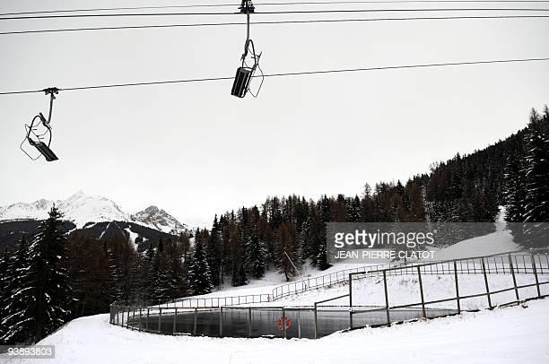 Lancement de la saison de ski dans un optimisme modéré Photo prise le 03 décembre 2009 à La Plagne d'un lac artificiel utilisé pour le fonctionnement...