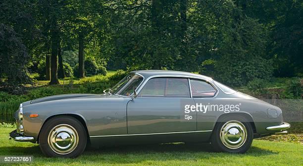 Lancia Flaminia clássico italiano coupe carro esportivo vista lateral