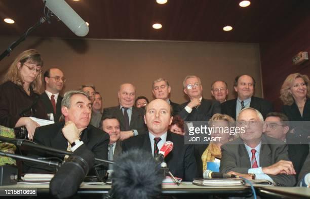 L'ancien Garde des Sceaux, Jacques Toubon , entouré de Claude Goasguen , porte-parole et secrétaire général de Force Démocrate, et de Yves Galland,...