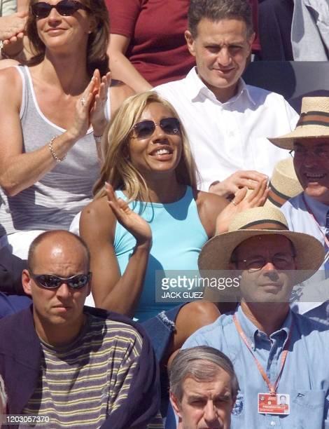 L'ancienne patronne de la boîte de nuit 'Le Palace' assiste, le 08 juin 2000, à la demi-finale opposant la Suissesse Mary Pierce à la Française Mary...
