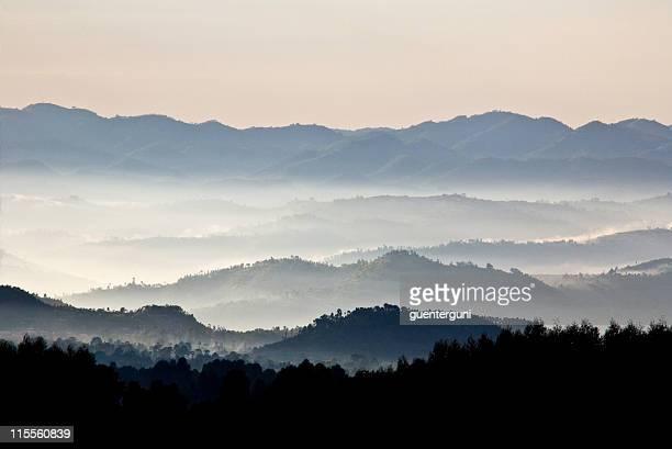 tierra de mil hills: ruanda (1 - ruanda fotografías e imágenes de stock