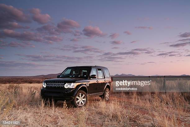 land rover discovery 4 - land rover stock pictures, royalty-free photos & images