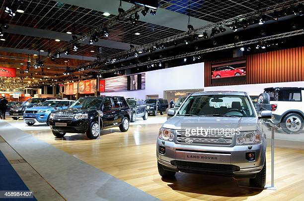 land rover stand - land rover stock pictures, royalty-free photos & images