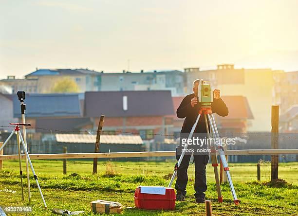 surveyor com total de terra - inspetora - fotografias e filmes do acervo