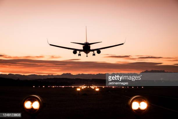 landing airplane - aeroplane stock pictures, royalty-free photos & images