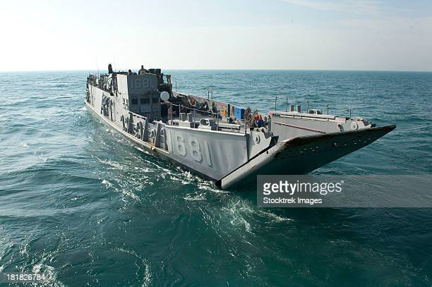 a landing craft utility transits the arabian gulf. - landing craft stock pictures, royalty-free photos & images