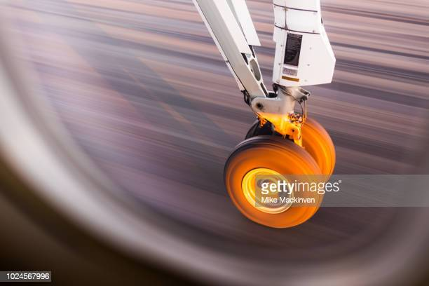 landing gear - landing gear stock photos and pictures