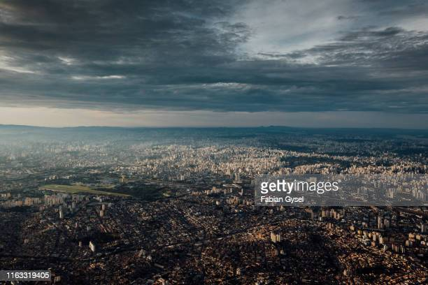landing in sao paolo - são paulo stock pictures, royalty-free photos & images
