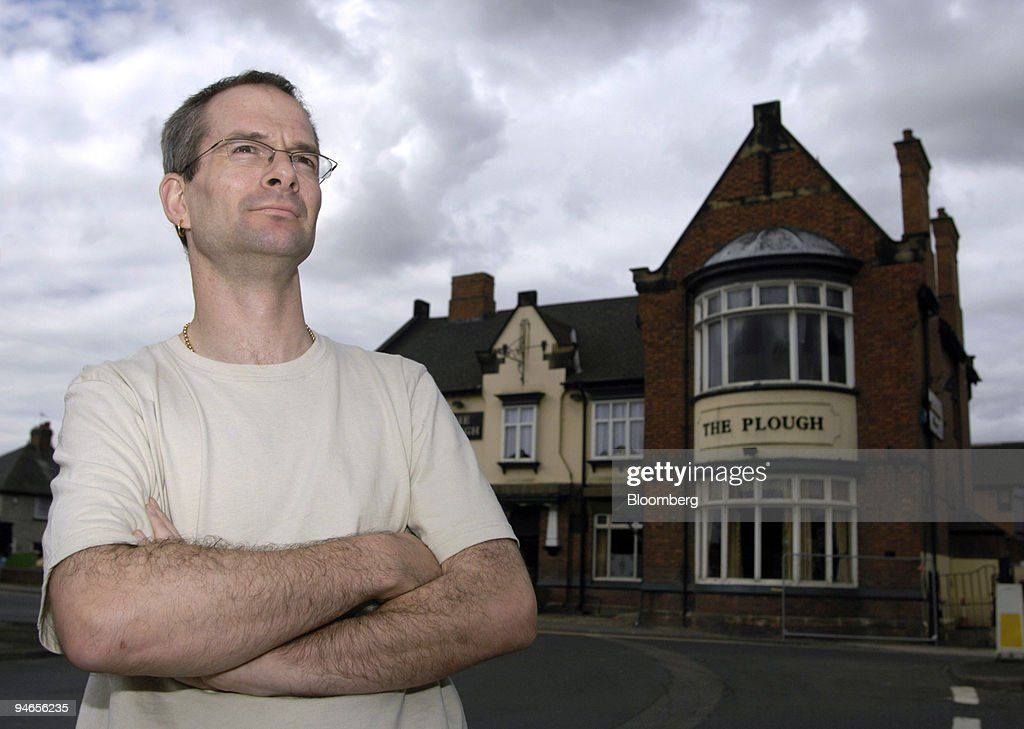 Landlord of the Plough pub, Andrew Rogerson, poses outside h : News Photo