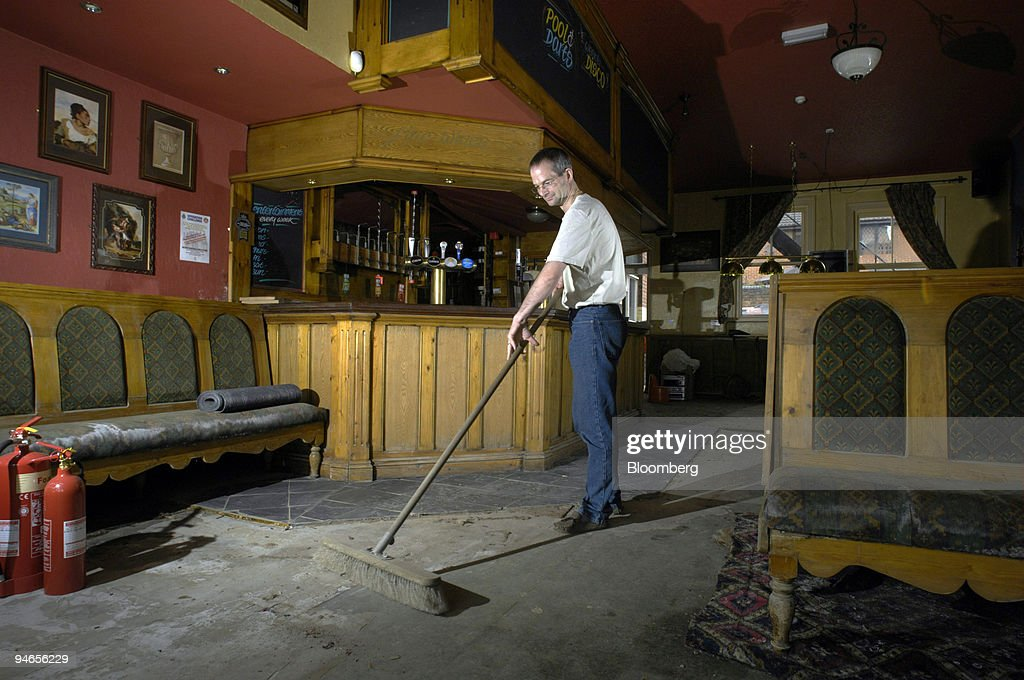 Landlord of the Plough pub, Andrew Rogerson, sweeps dried mu : News Photo
