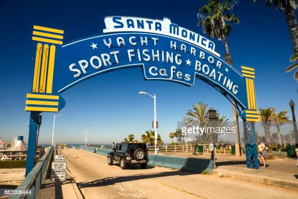米国カリフォルニア州サンタモニカー桟橋入り口ランドマーク - サンタモニカ ストックフォトと画像