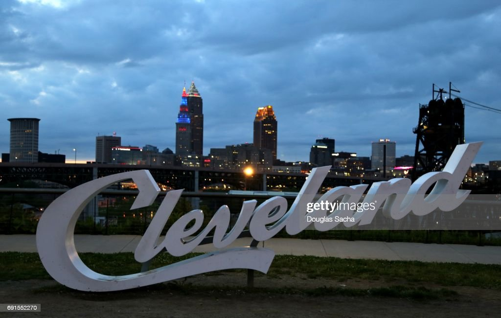 Landmark sign over Cleveland skyline : Foto stock