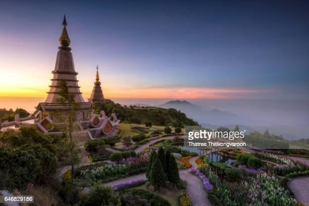 landmark twin pagoda in doi inthanon national park with sunrise time at chiang mai,thailand - sukhothai stockfoto's en -beelden