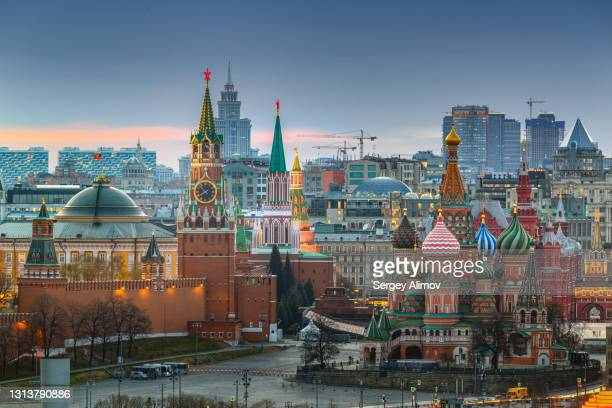 landmarks of moscow: kremlin, st. basil's cathedral, spasskaya tower - moscow skyline stock pictures, royalty-free photos & images