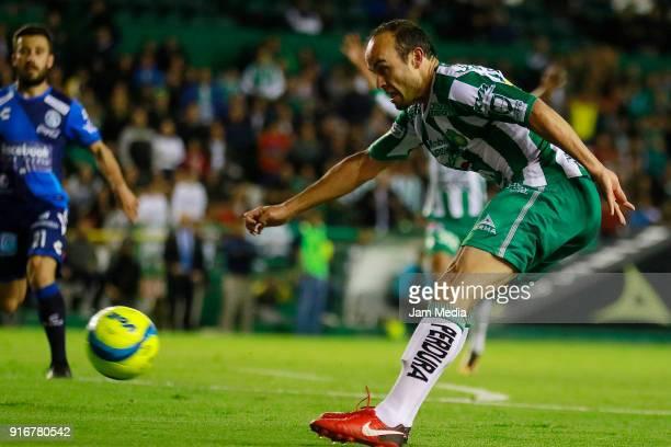 Landon Donovan of Leon kicks the ball during the 6th round match between Leon and Puebla as part of the Torneo Clausura 2018 Liga MX at Leon Stadium...