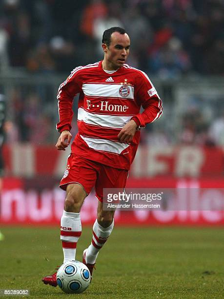 detailed look f43c6 03f0c Landon Donovan Bayern Premium Pictures, Photos, & Images ...