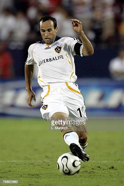Landon Donovan of the Los Angeles Galaxy dribbles the ball against FC Dallas during a SuperLiga match July 31, 2007 at Pizza Hut Park in Frisco,...