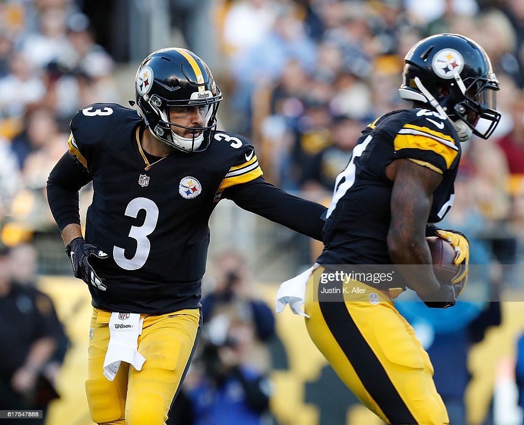Landry Jones #3 hands off to Le'Veon Bell #26 of the Pittsburgh Steelers in the first half during the game against the New England Patriots at Heinz Field on October 23, 2016 in Pittsburgh, Pennsylvania.