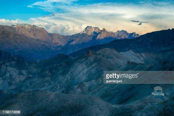landscape along the national hightway between kashmir and ladakh - kashmir valley stock pictures, royalty-free photos & images