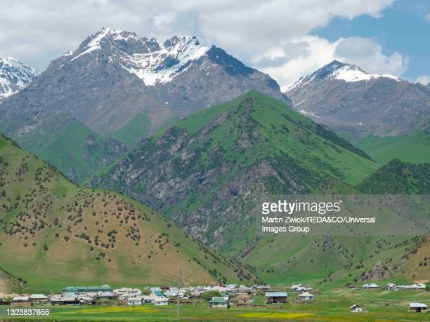 landscape along the pamir highway, kyrgyzstan. - osh stock pictures, royalty-free photos & images