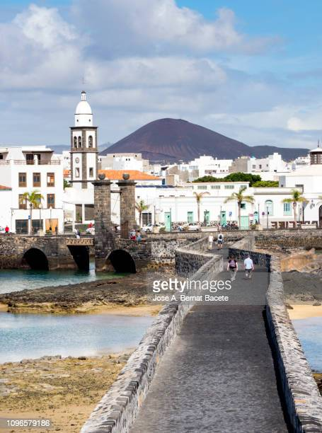 landscape and medieval bridge of the city of arrecife, capital of the island lanzarote, canary islands, spain. - arrecife stock photos and pictures