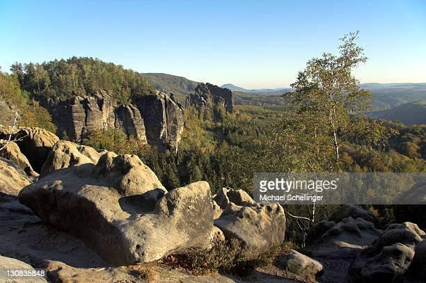 landscape in the elbe sandstone mountains, saxony, germany - sandstein stock-fotos und bilder