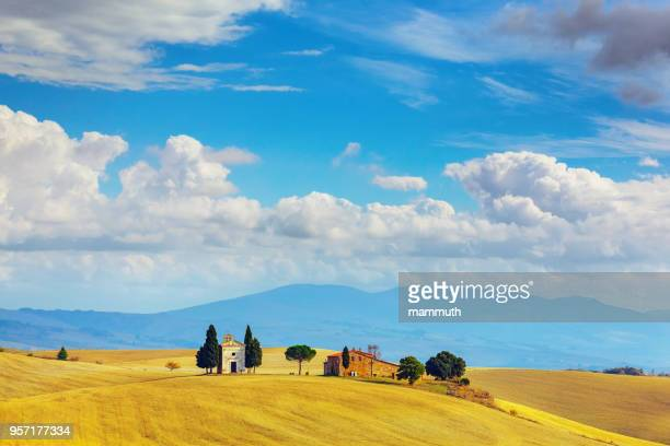 landscape in tuscany with the capella di vitaleta - val d'orcia stock pictures, royalty-free photos & images