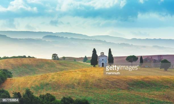 landscape in tuscany with the capella di vitaleta - capella di vitaleta stock pictures, royalty-free photos & images