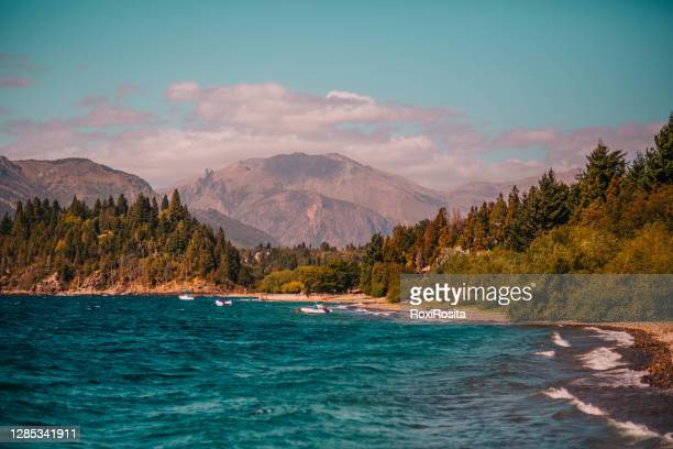 landscape of a lake and its mountains -patagonia argentina - バリローチェ ストックフォトと画像