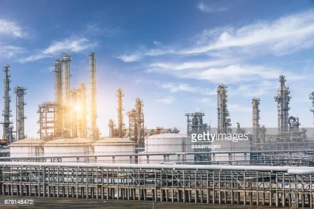 landscape of a petrochemical plant against sky - vorratstank stock-fotos und bilder