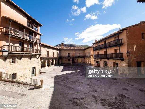 landscape of a small village of medieval architecture, town of albarracin in spain. - town fotografías e imágenes de stock