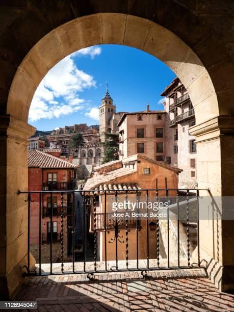 landscape of a small village of medieval architecture, town of albarracin in spain. - bairro antigo imagens e fotografias de stock