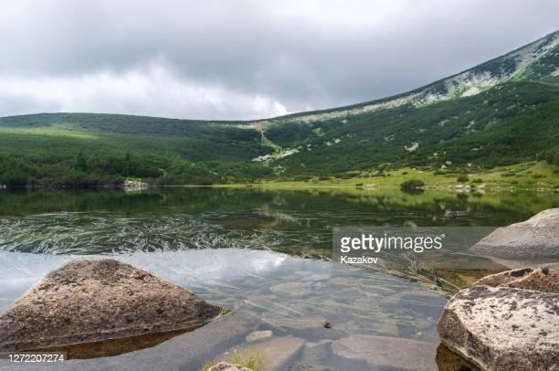 landscape of bezbog lake in pirin mountain, bulgaria. - pirin mountains stock pictures, royalty-free photos & images