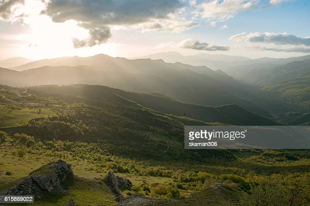 landscape of castelluccio di norcia valley, sibilini national park umbria - italy - castelluccio di norcia foto e immagini stock
