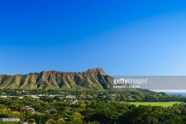 landscape of diamond head mountain in hawaii - ダイヤモンドヘッド ストックフォトと画像