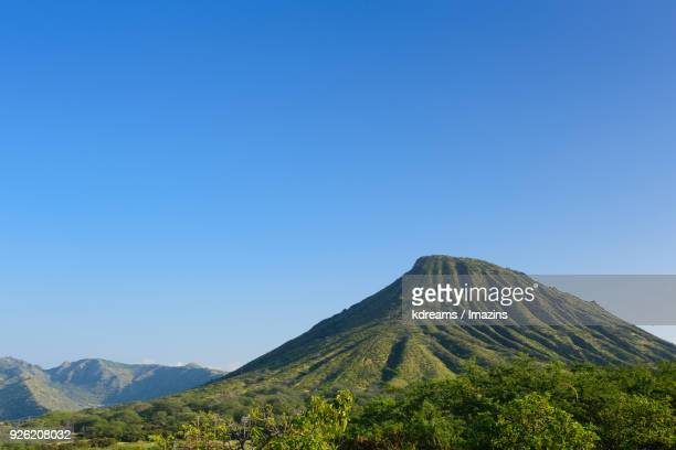 landscape of koko head volcano - international landmark stock pictures, royalty-free photos & images