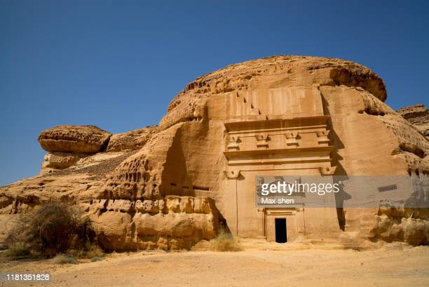 landscape of madain saleh, saudi arabia. - empty tomb stock pictures, royalty-free photos & images