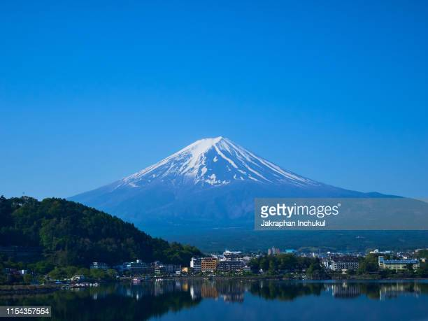 landscape of mt.fuji with lake kawaguchiko - yamanashi prefecture stock pictures, royalty-free photos & images