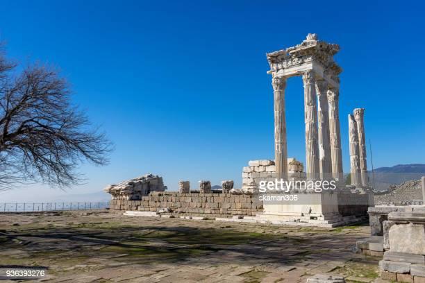 landscape of ruin temple  trajan acropolis pergamon - ペルガモン ストックフォトと画像