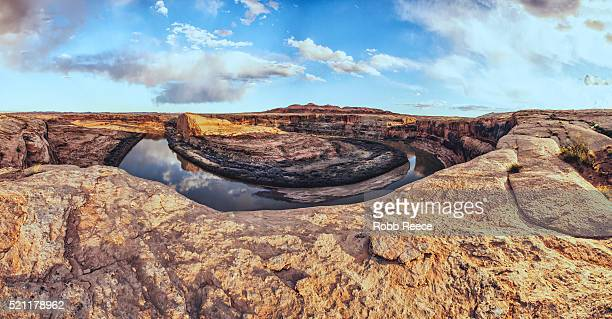 landscape of sandstone cliff overlook at tri-alcove bend with green river in utah, usa - robb reece stock-fotos und bilder