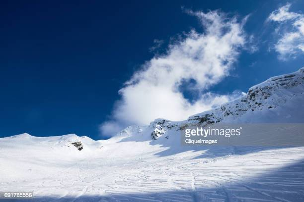 landscape of snowy flattop mountain - cliqueimages stockfoto's en -beelden